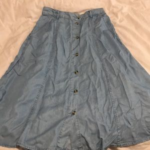 New Zara denim skirt with buttons - size L